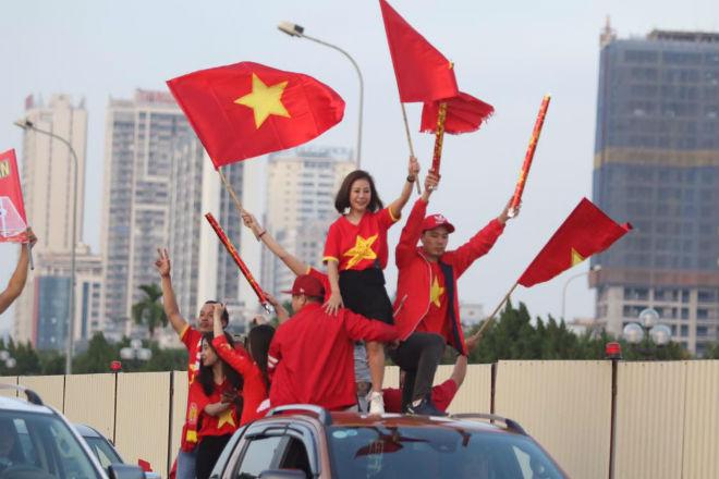 Nóng rực đại chiến Việt Nam - Thái Lan: Dàn hotgirl rạng rỡ tiếp lửa thầy trò ông Park-7