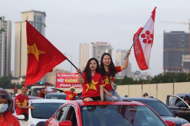 Nóng rực đại chiến Việt Nam - Thái Lan: Dàn hotgirl rạng rỡ tiếp lửa thầy trò ông Park-8