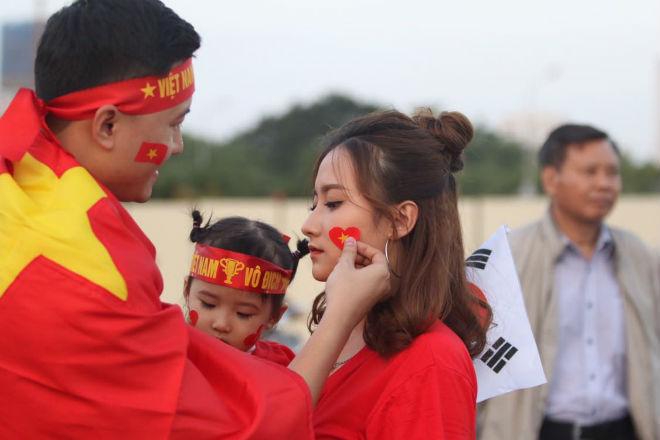 Nóng rực đại chiến Việt Nam - Thái Lan: Dàn hotgirl rạng rỡ tiếp lửa thầy trò ông Park-10