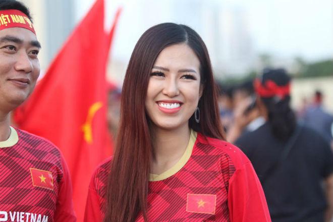Nóng rực đại chiến Việt Nam - Thái Lan: Dàn hotgirl rạng rỡ tiếp lửa thầy trò ông Park-12