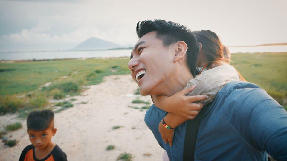 Khoai Lang Thang: Chàng kỹ sư có nụ cười tỏa nắng quyết bỏ việc để đi... lang thang-2