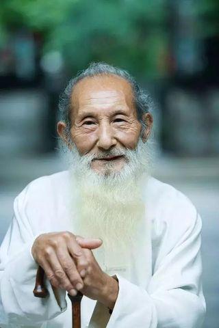 Danh y Trung Quốc 101 tuổi thực hiện những động tác này mỗi tối, cả đời không mắc bệnh-1