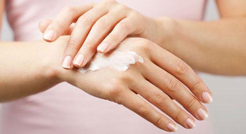 5 cách cho đôi tay không nứt nẻ