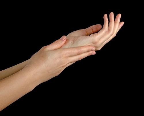 5 cách cho đôi tay không nứt nẻ-1