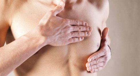 Người đàn ông bị ung thư vú cảnh báo dấu hiệu nam giới không nên bỏ qua