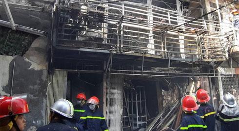 Hà Nội: Cháy lớn tại phố Bùi Ngọc Dương trưa nay do... nổ bình khí gas