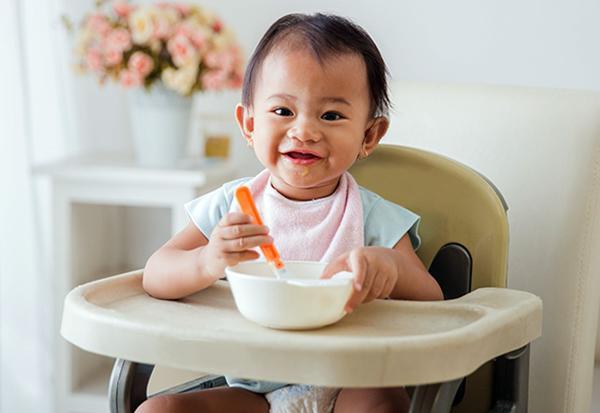 Bé mấy tháng tuổi ăn được váng sữa?-2
