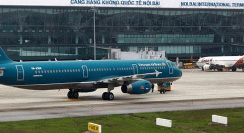 Hàng loạt máy bay bị rách lốp khi hạ cánh xuống Nội Bài