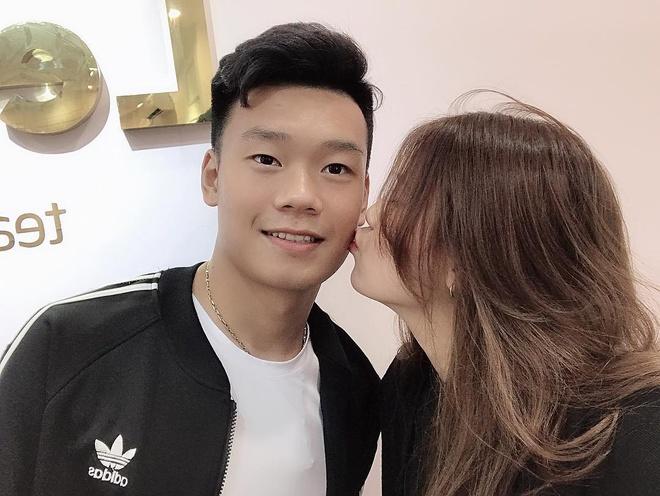 Trung vệ Thành Chung và chuyện tình 3 năm bên bạn gái 10X-3