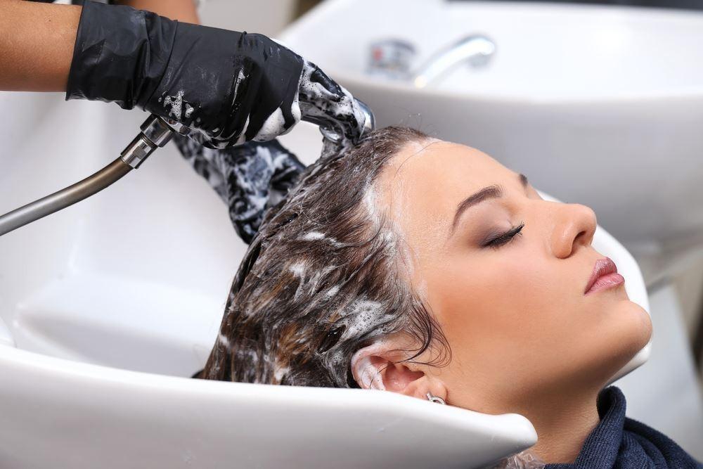6 thói quen xấu khiến rụng tóc, hói đầu nhiều người không biết-2