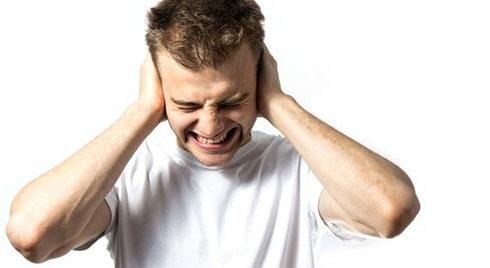 Bị ù tai làm sao hết?