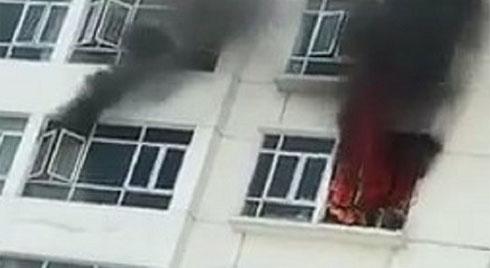 Cháy chung cư Hoàng Anh Golden House, hàng trăm cư dân tháo chạy