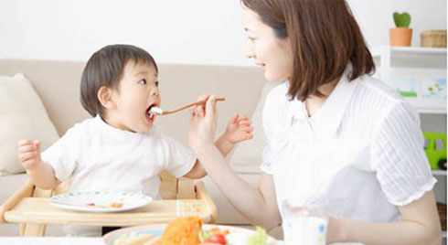 Nhiều trẻ lây vi khuẩn gây ung thư dạ dày từ bố mẹ