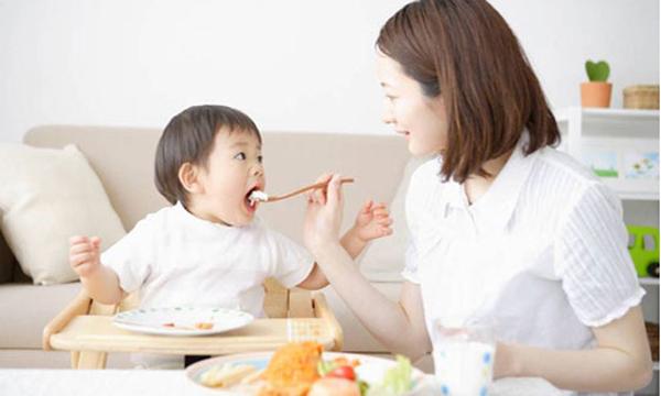 Nhiều trẻ lây vi khuẩn gây ung thư dạ dày từ bố mẹ-1