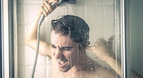Tắm nước nóng khi trời lạnh có thể gây vô sinh, giết
