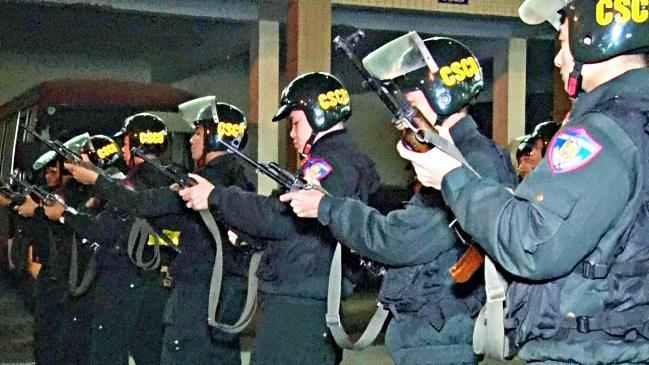 Cảnh sát 141 giăng 'thiên la địa võng', trắng đêm bảo vệ CĐV đi bão