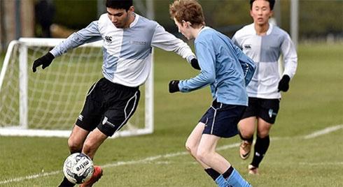 Chấn thương khi đá bóng, nam thanh niên phải cắt bỏ tinh hoàn
