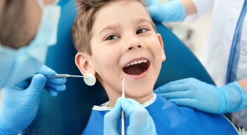"""5 """"thủ phạm"""" khiến răng mọc lệch ở trẻ nhỏ"""