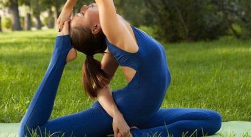 Tư thế chim bồ câu trong yoga cho người ngồi nhiều