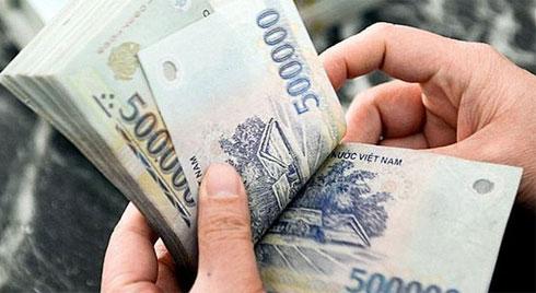 Quy định mới, lương của chồng được chuyển thẳng tài khoản vợ