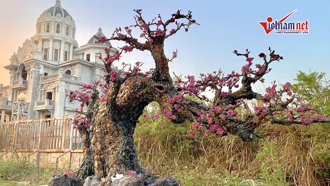 Hà Nội: Cây đào bằng đá quý nặng hơn 2 tấn giá nửa tỉ đồng
