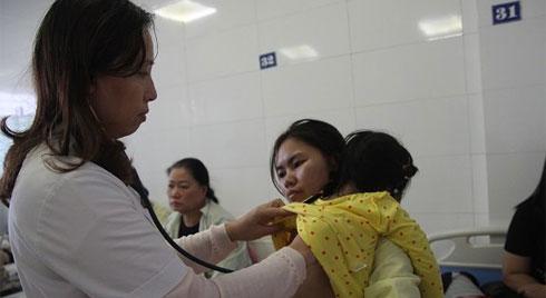 Hà Nội: Thời tiết thay đổi, không khí ô nhiễm, số lượng trẻ nhỏ nhập viện tăng mạnh