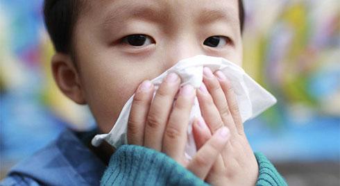 Trước dịch cúm đang hoành hành, chuyên gia tiết lộ dấu hiệu mắc bệnh cúm ở trẻ cần phải nhập viện ngay!