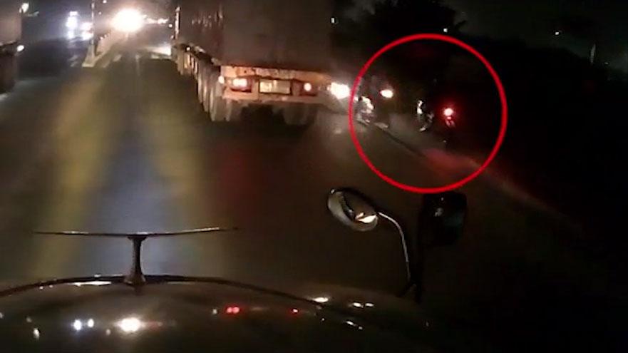 Vượt chốt CSGT, thanh niên đi xe máy bất ngờ gặp đoàn xe ngược chiều