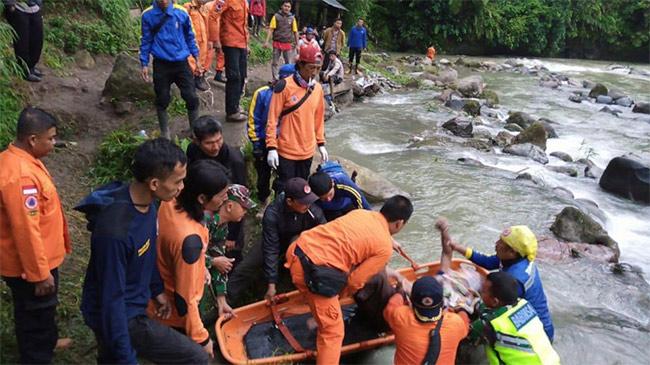 Indonesia: Xe bus lao xuống khe núi, hàng chục người thiệt mạng
