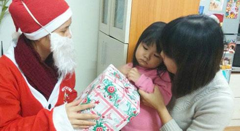 """Cười đau bụng dịp Giáng sinh: Con háo hức được gặp ông già Noel nhận món quà mong ước và cái kết """"đời không như là mơ"""""""