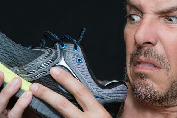 5 mẹo đơn giản giữ giày thể thao không bị hôi-1