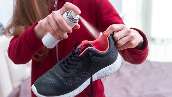 5 mẹo đơn giản giữ giày thể thao không bị hôi-3