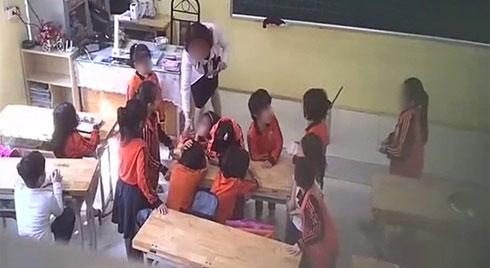 Phụ huynh làm đơn nói cô giáo ở Thủ đô đánh, giật tóc, xé vở, đạp vào bụng trẻ