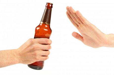 Từ 1/2020, chỉ người đi bộ mới được uống rượu bia trước khi ra đường-1