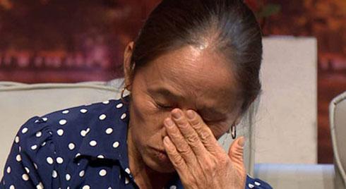Bà Tân Vlog bật khóc: