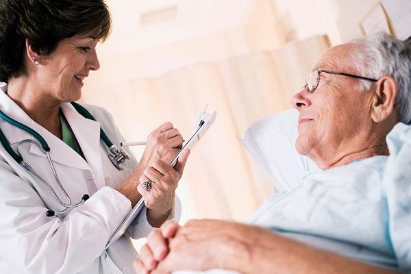 Người cao tuổi dễ mắc bệnh gì trong mùa rét?-1