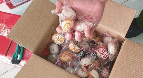 Hà Nội: Bắt hơn 1 tấn thịt đông lạnh, bánh kẹo Trung Quốc chuẩn bị bán ra thị trường