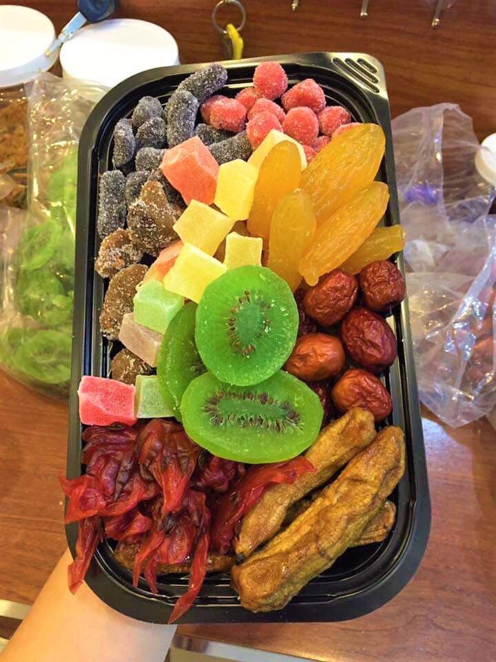 Sát Tết trên thị trường lại xuất hiện loại mứt trái cây mix bán theo hộp với giá rẻ bất ngờ-1