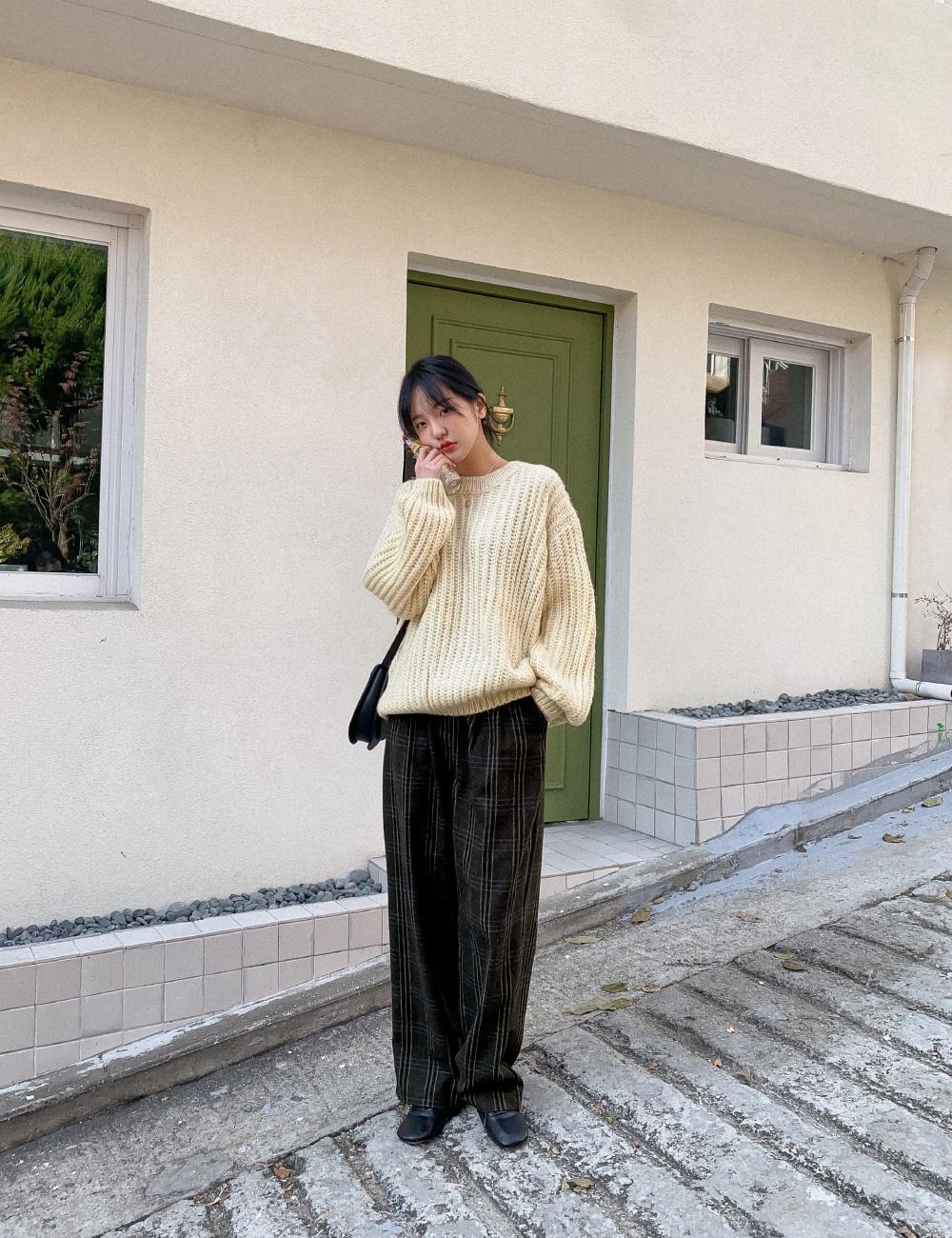 Combo áo len + quần ống suông đang phủ sóng khắp chốn và 3 cách diện không lo bị dìm chiều cao tơi tả-6