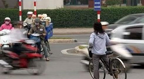 Từ 1/1/2020: Dừng xe đạp đột ngột, chuyển hướng không báo hiệu trước sẽ bị phạt tiền