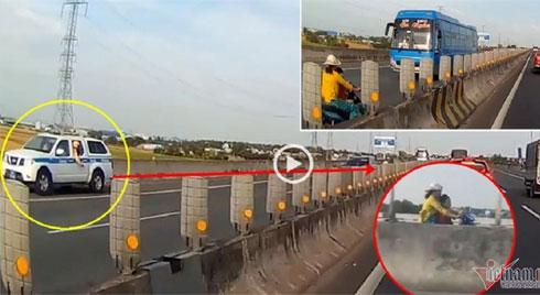Mẹ chở con ngược chiều trên cao tốc, xe CSGT vội chạy lùi hụ còi gọi