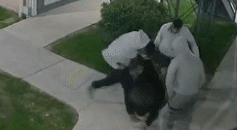 Ba tên cướp lao vào đánh đập và trấn lột người đàn ông 61 tuổi