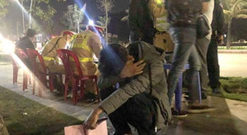 Sau nhậu tất niên, nam sinh viên ôm mặt khóc vì bị phạt 7 triệu