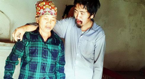 Tình yêu cháy bỏng của bà mẹ nghèo với cậu con trai tâm thần suốt hơn 30 năm