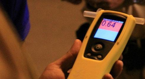 Thực hư chiêu dùng dầu gió vô hiệu hoá máy đo nồng độ cồn: Chuyên gia nói gì?
