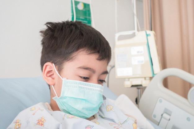 Thấy con cứng đờ người, miệng co giật, mẹ  mới thấm thía bệnh cúm A nguy hiểm thế nào-1