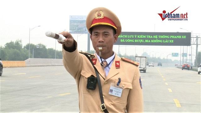 Lực lượng CSGT sẽ kiểm tra nồng độ cồn tất cả phương tiện vào cao tốc