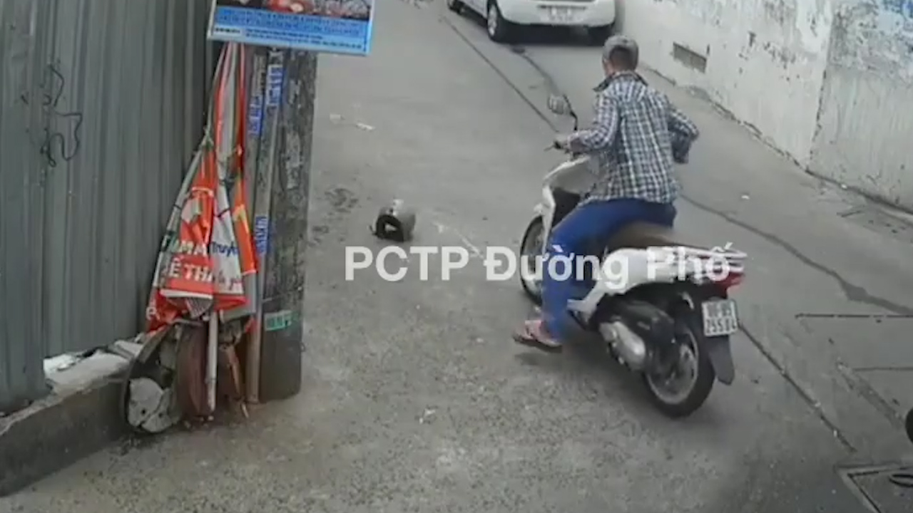 Kẻ gian trộm xe máy, để lại mũ bảo hiểm cho nạn nhân