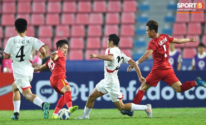 Khoảnh khắc đáng buồn nhất VCK U23 châu Á 2020: Đình Trọng nhận thẻ đỏ, U23 Việt Nam mất hết sau trận đấu với CHDCND Triều Tiến-8