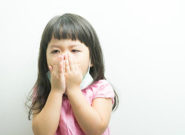 Dạy con dùng tay che miệng khi ho hay hắt hơi: Tưởng đúng mà hóa ra sai lầm nghiêm trọng-2
